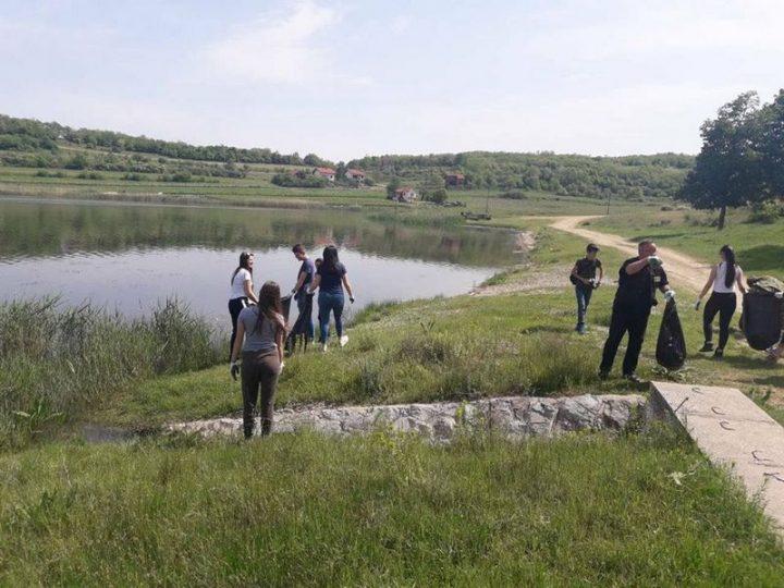 Akcija čišćenja zelenih površina oko Aleksandrovačkog jezera