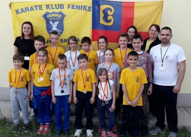 Karatisti osvojili 23 medalje na Međunarodnom takmičenju u Makedoniji