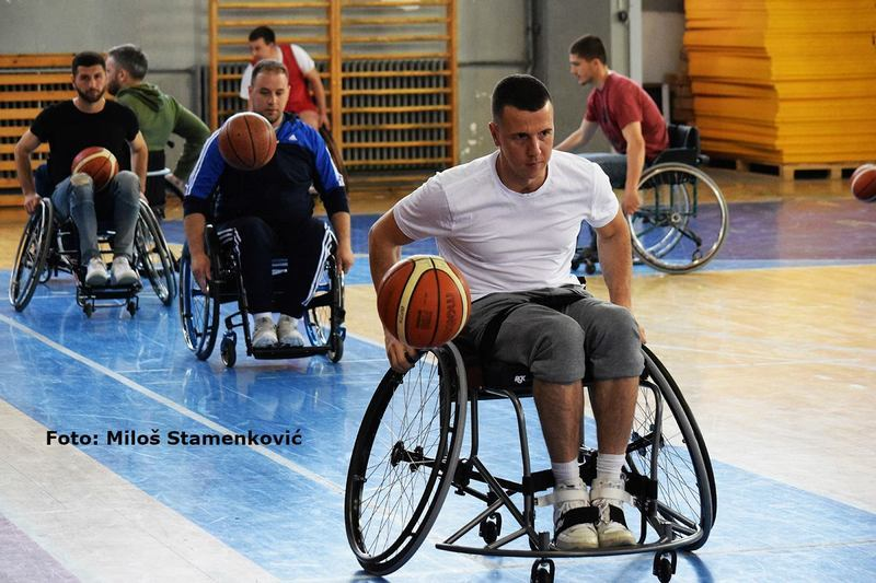 Košarkaši sa invaliditetom spremni da izađu na teren, ali nedostaju kolica