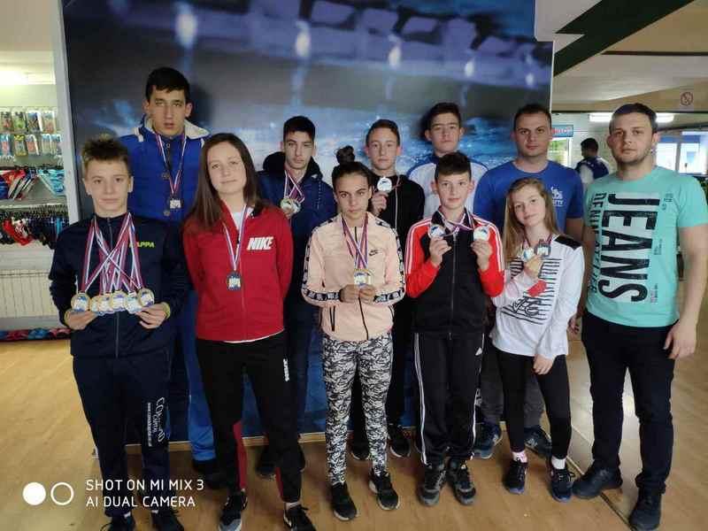 Delfini iz Leskovca doneli 18 medalja sa Međunarodnog kupa