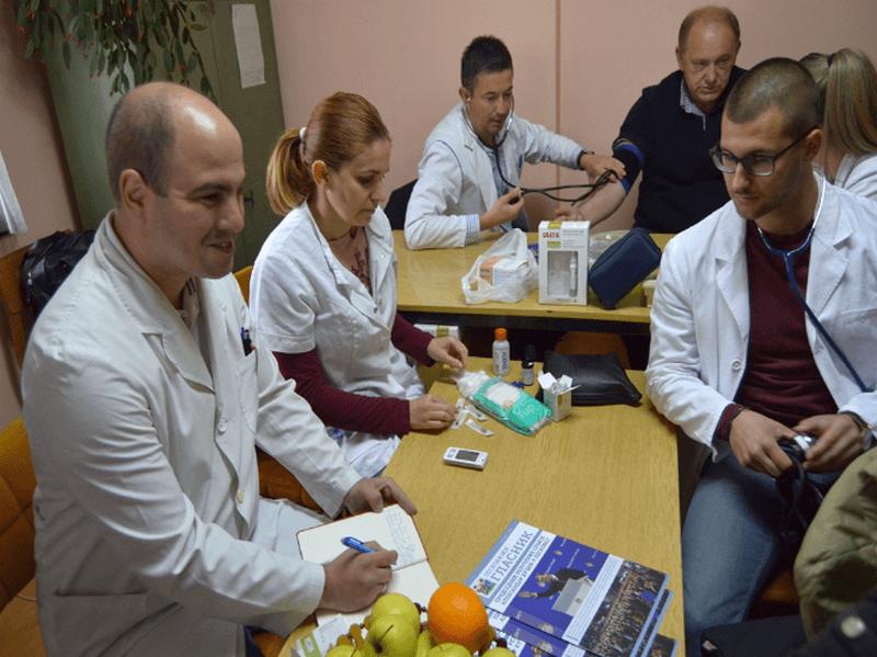 Lekari, fizioterapeut i Centar za socijalni rad u poseti mesnim zajednicama