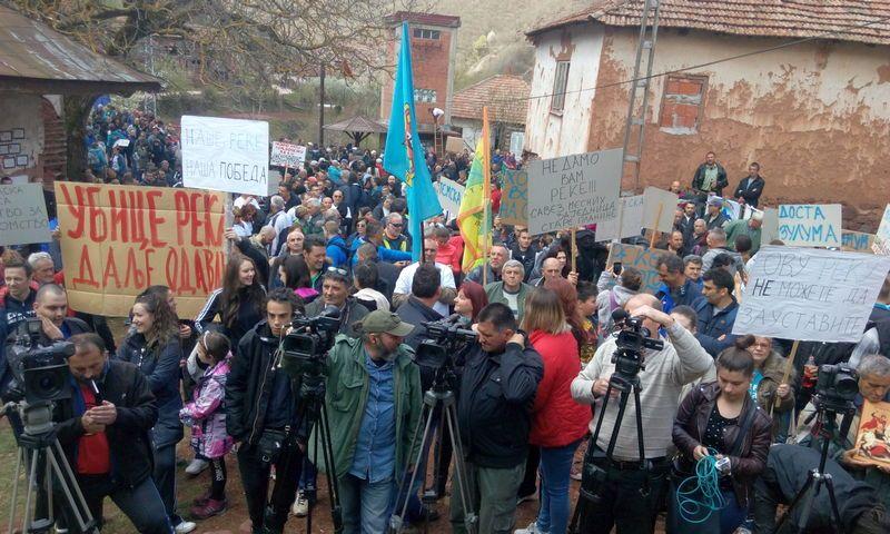 Protestni skup u selu Topli Do na Staroj planini okupio veliki broj građana, protive se izgradnji MHE