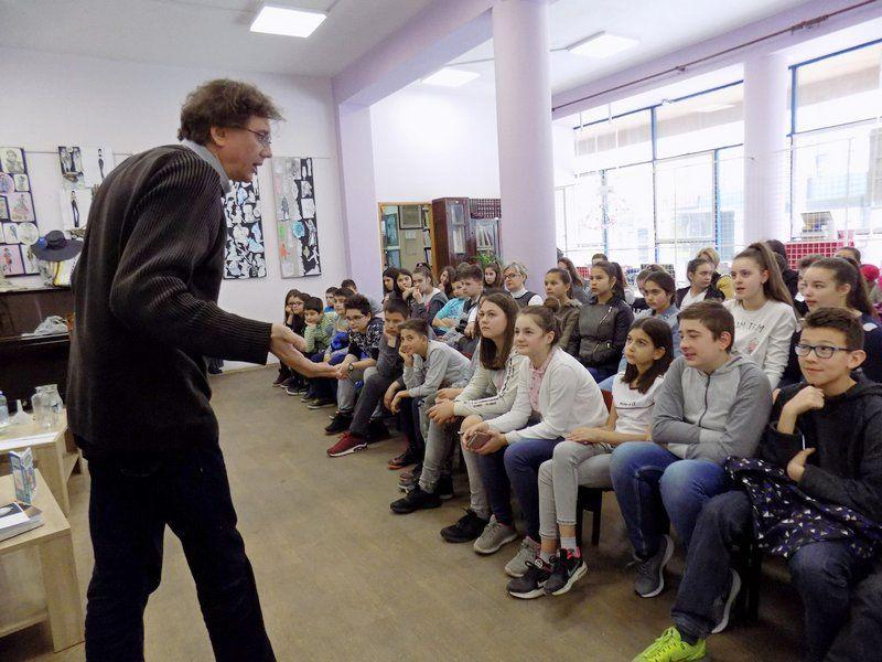 """""""Urnebesna fizika"""" oduševila najmlađe članove biblioteke"""