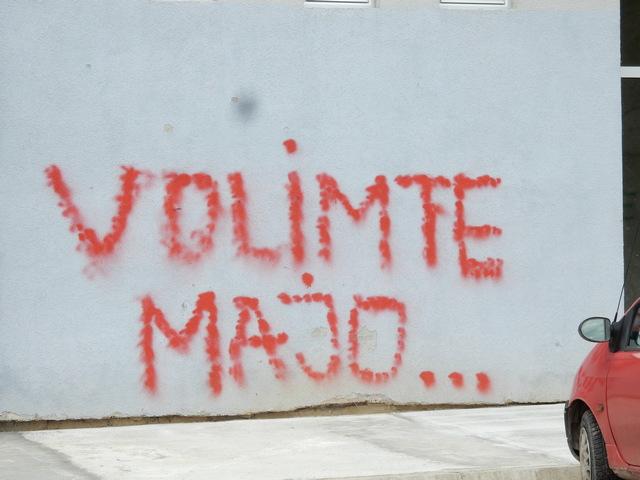 Iza ljubavne grafitne poruke suze i patnja