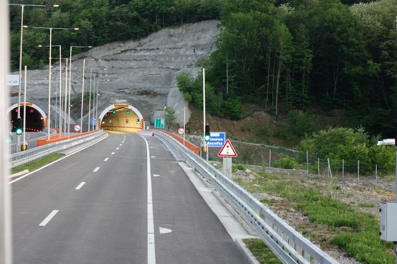 Naprsline na novom autoputu kroz Grdeličku klisuru