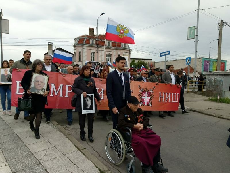 Besmrtni puk čuvenom šetnjom obeležio Dan pobede nad fašizmom