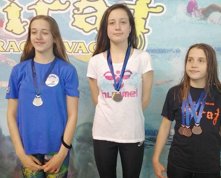 Još deset medalja za leskovačke plivače