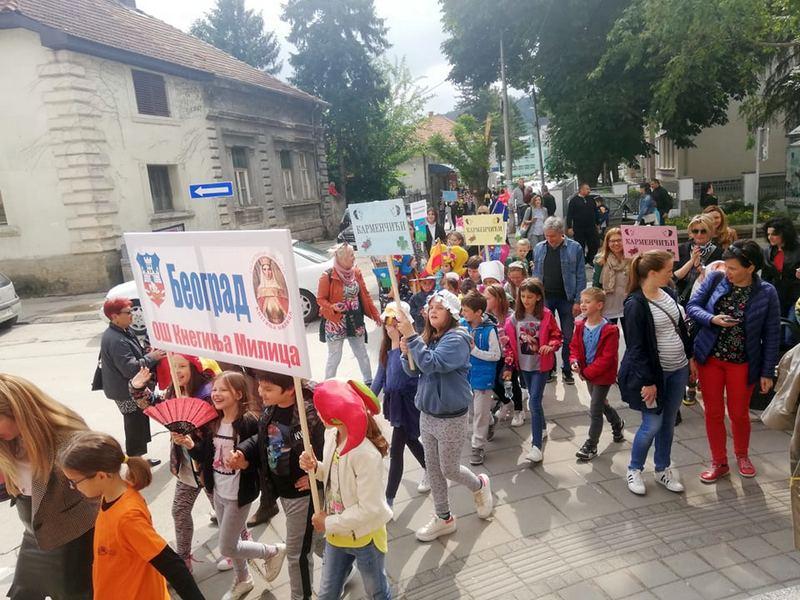 9. SMOTRA Mališani iz cele Srbije u kostimima defilovali kroz Leskovac