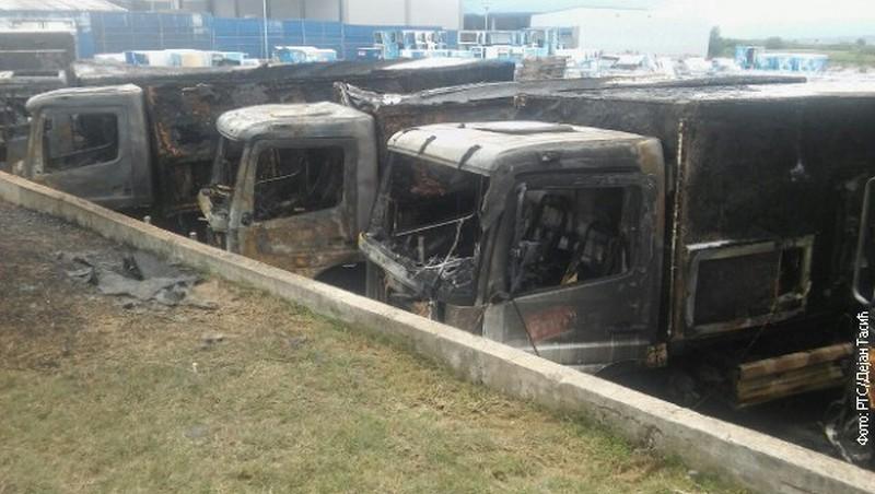 Izgorelo šest Frikomovih kamiona