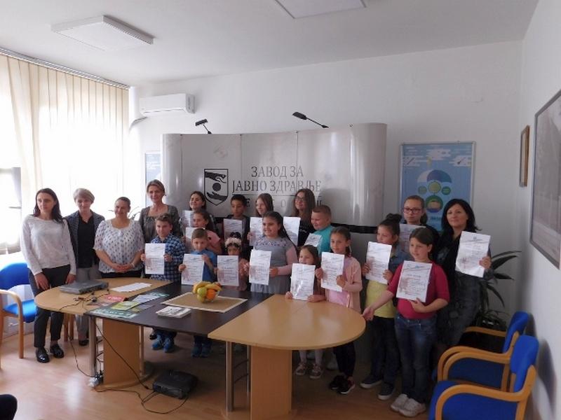 Dodelom nagrada najboljim i najmlađim slikarima u Leskovcu obeležen Svetski dan bez duvanskog dima