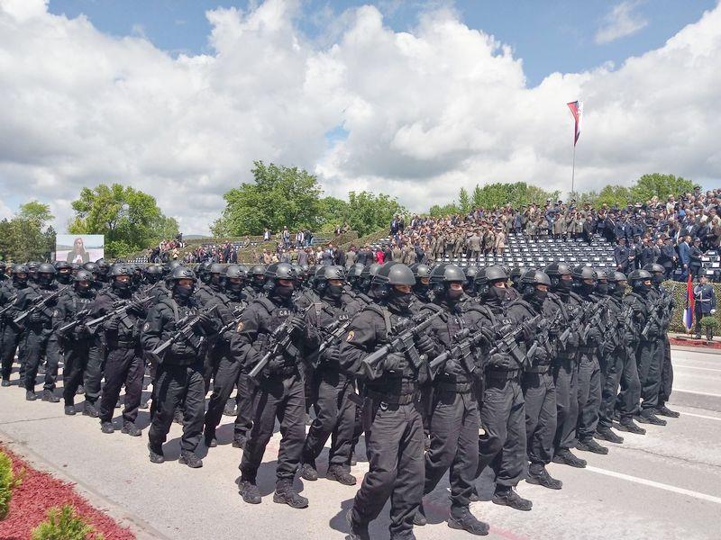 """(VIDEO) VOJNA PARADA U NIŠU Četiri hiljade vojnika marširalo, nadletale """"đavolje kočije"""", za dve godine 10.00 vojnika, skoro kao u Rusiji (NAOPRUŽANJE)"""