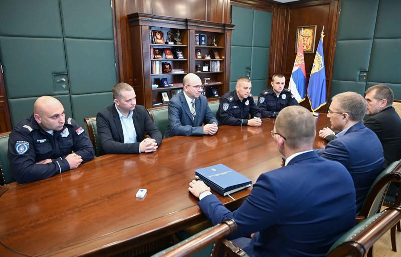 Stefanović razgovarao sa policajcima koji su spasili putnike iz stravične nesreće