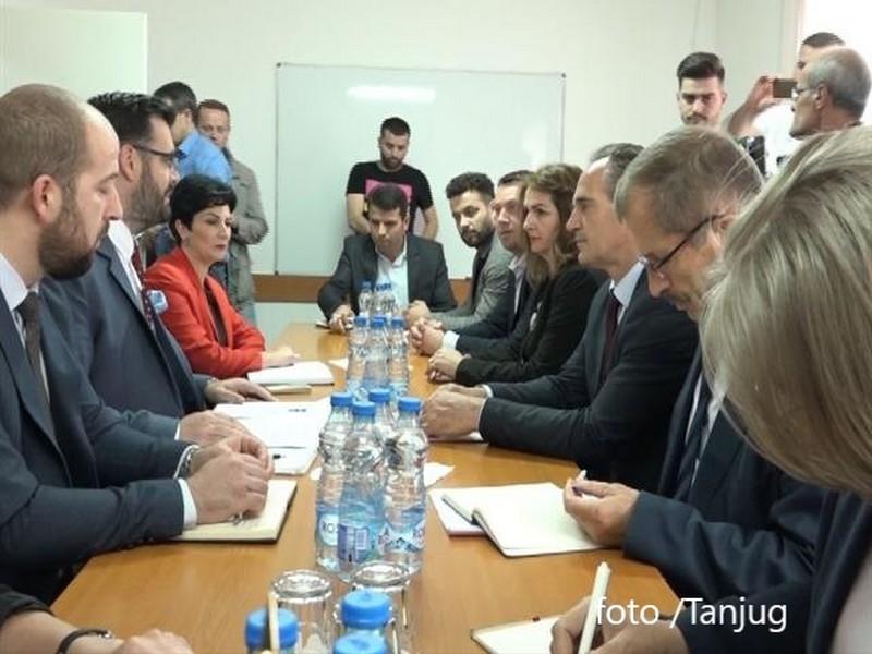 """Poslanici iz Prištine provocirali u Medveđi i Bujanovcu, traže pripajanje """"preševske doline"""""""