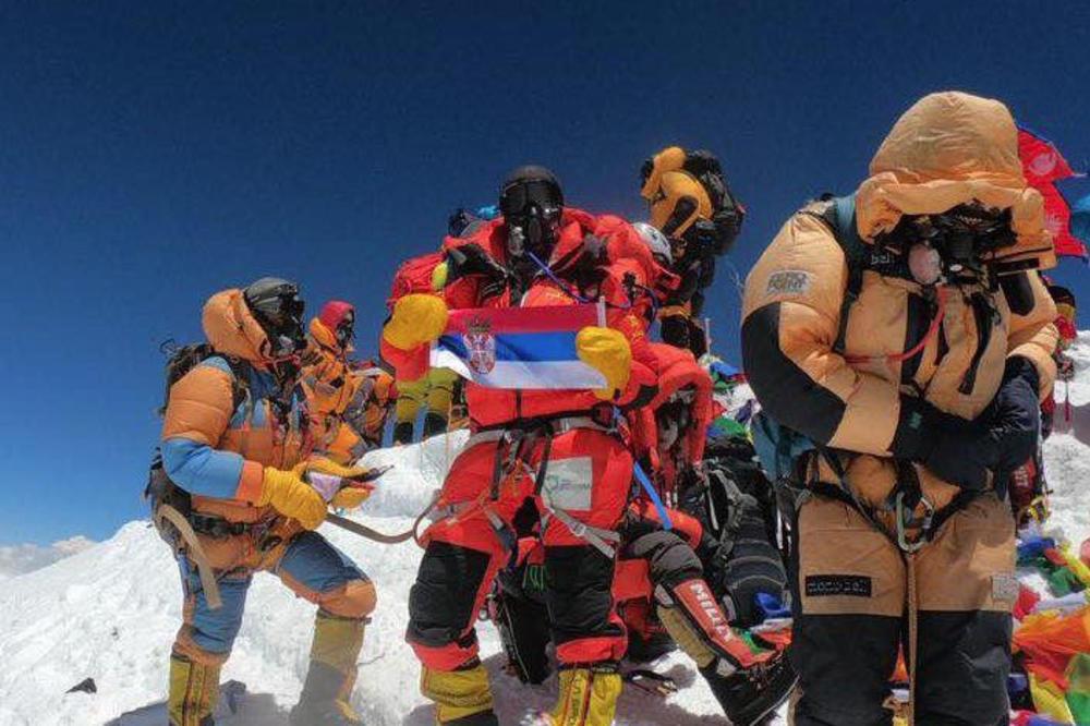 Dolores, rodom iz Kuršumlije, popela se na Mont Everest i raširila srpsku zastavu