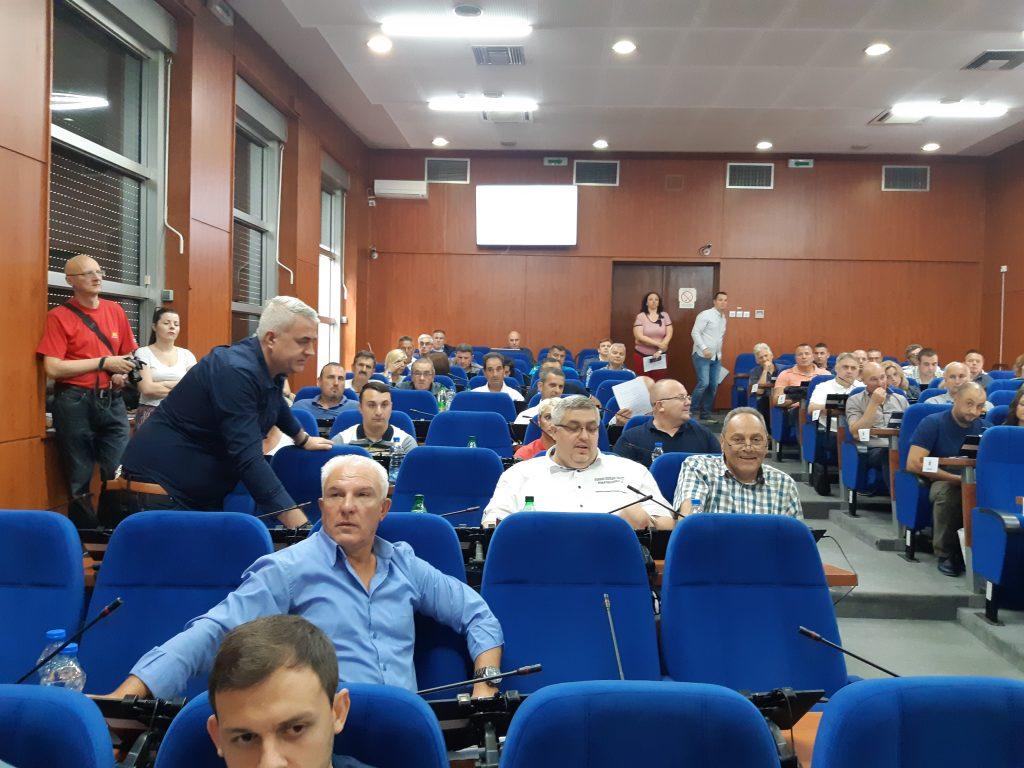"""Deo opozicije u Skupštni da bi ukazao na """"zamaskirani"""" dnevni red"""