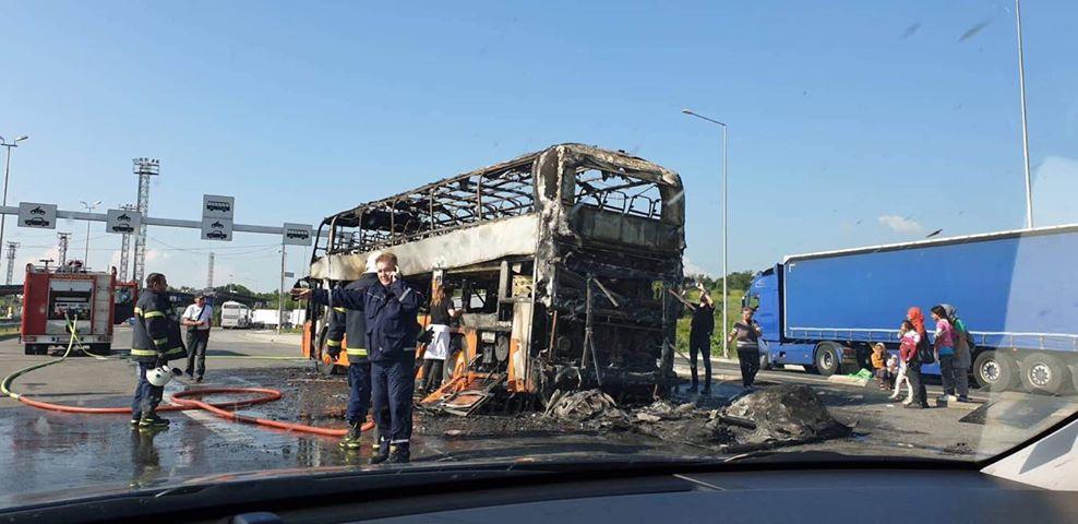 DRAMA NA GRANICI SA MAKEDONIJOM Zapalio se autobus pun putnika