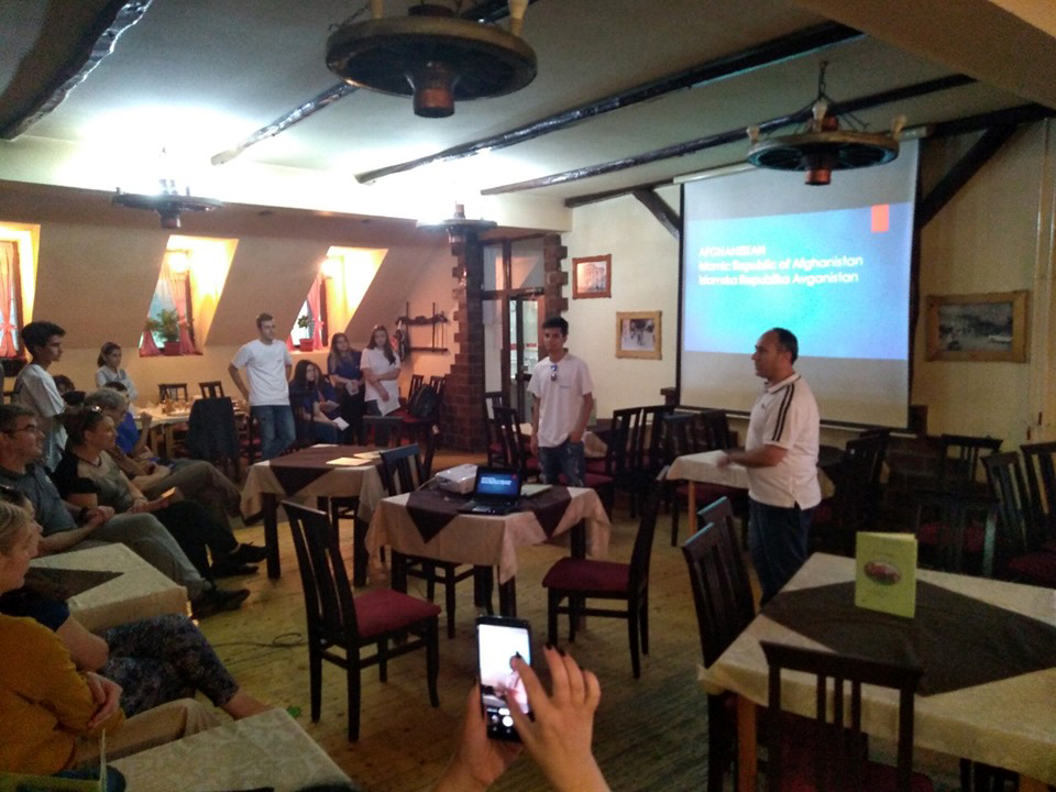 Edukacija i druženje za decu migrante i đake Ekonomske škole na Besnoj kobili