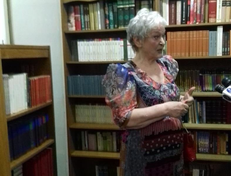 Rodnom gradu poklonila najvrednije što ima, svoju biblioteku