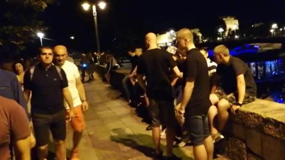 Tokom šetnje protiv fašizma grupa mladića provocirala i skandirala Ljotiću i Nediću