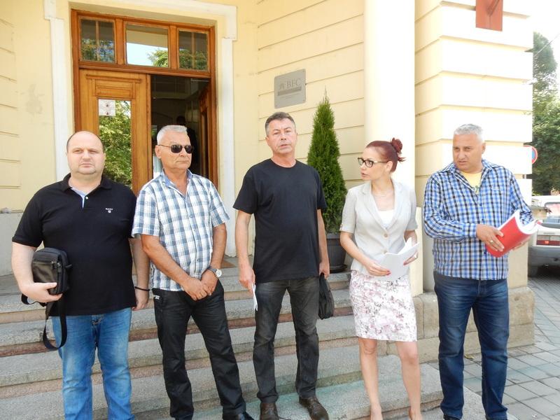 Opozicioni odbornici ispred zgrade Skupštine tražili ostavku gradonačelnika