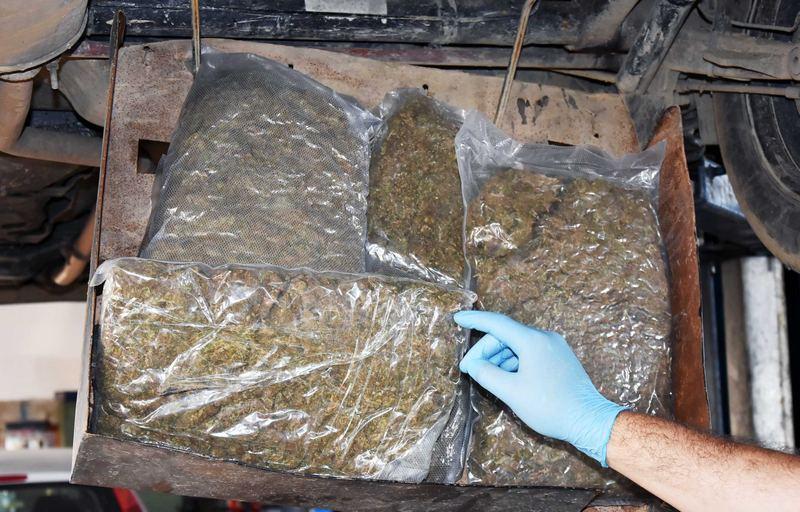 U prostoru za rezervni točak krio šest paketa marihuane