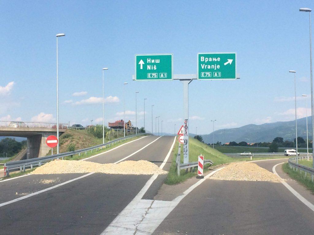 Zatvoren izlaz na autoput kod vlasotinačke petlje, Vranjanka satima pokušavala da izađe iz Leskovca