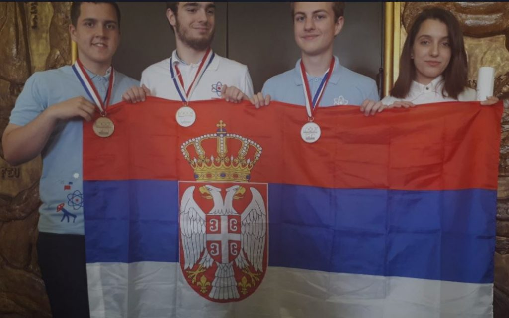 Tri svetske medalje za naše gimnazijalce