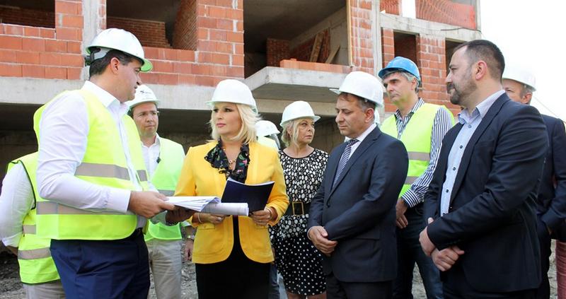Mihalović u Vranju: Povoljna kupovina stanova i za prosvetne radnike