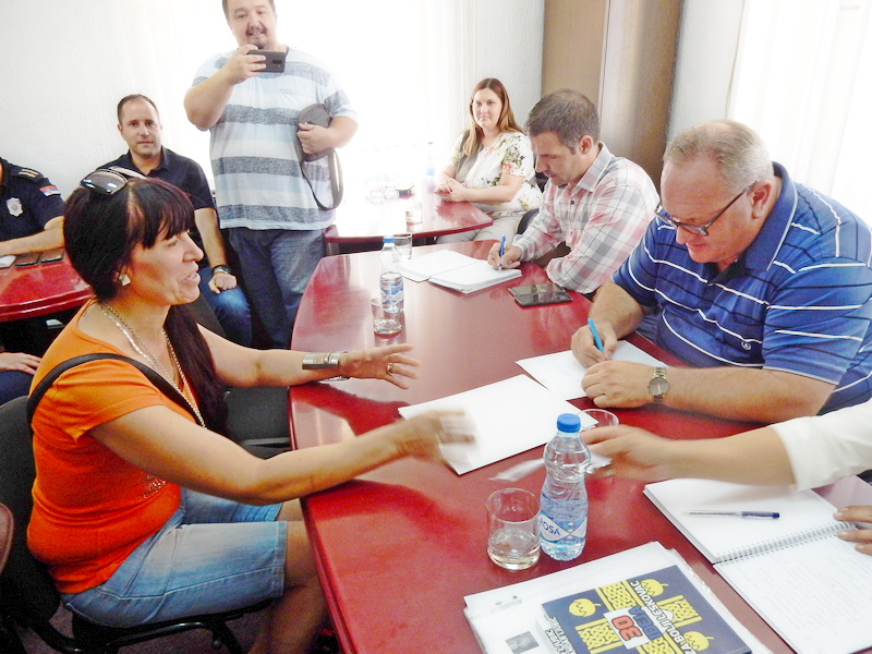 Leskovčani ponovo od gradonačelnika tražili posao, ali se pojavila i dama koja čita misli