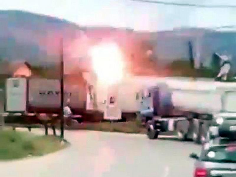 Migrant se popeo na voz i preživeo strujni udar (VIDEO)