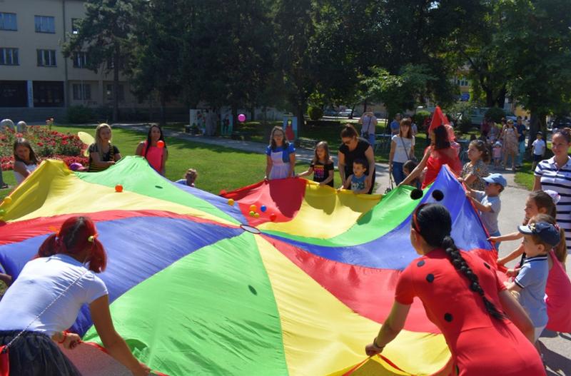 Grad organizovao nedeljno druženje  sa mališanima u centralnom gradskom parku