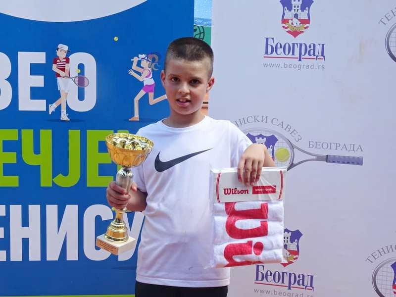 Pavle Stoiljković pobednik turnira teniskih nada