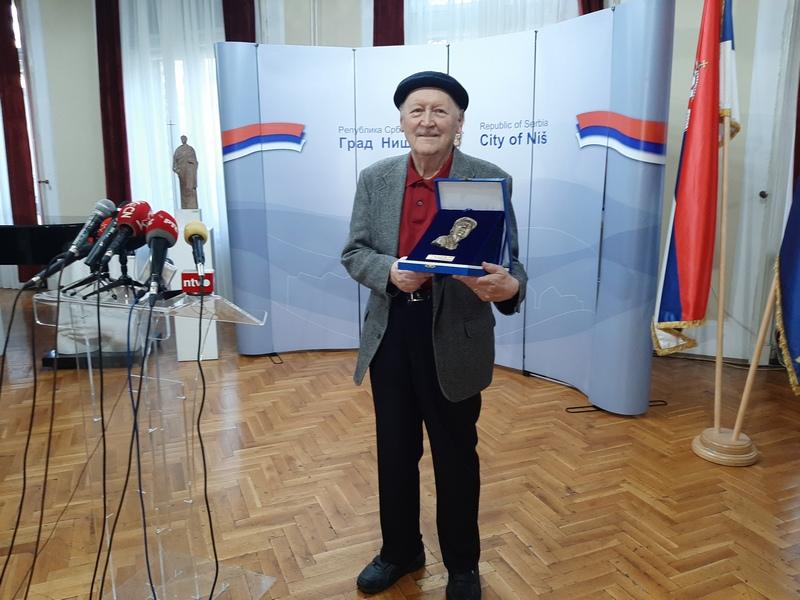 Nagrada Lariju Vučkoviću za životno delo
