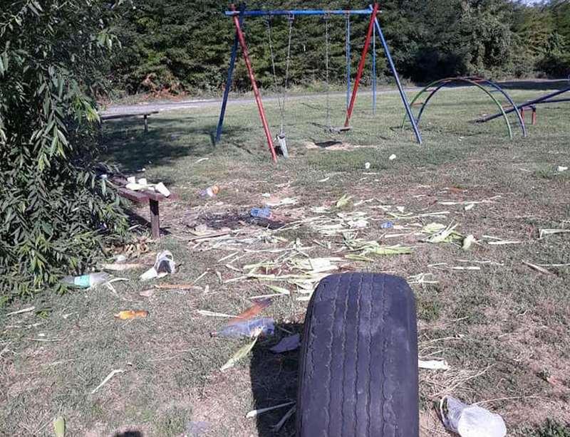 Od dečjeg igrališta napravili deponiju