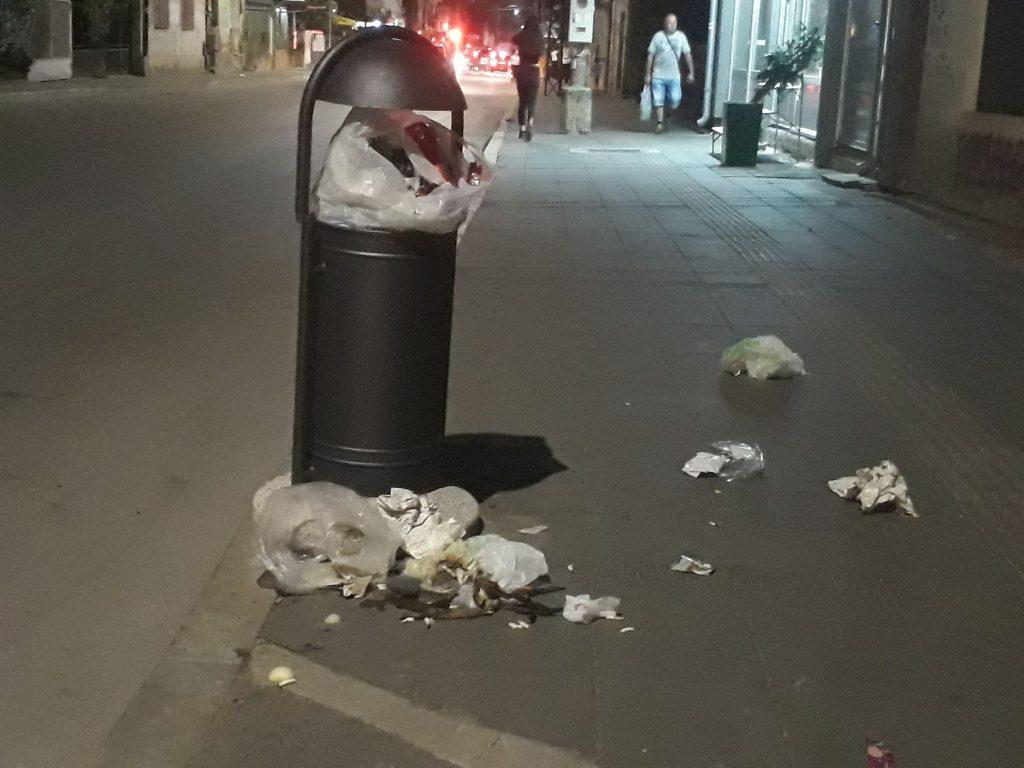 Ove kante za smeće nisu vaši lični kontejneri!