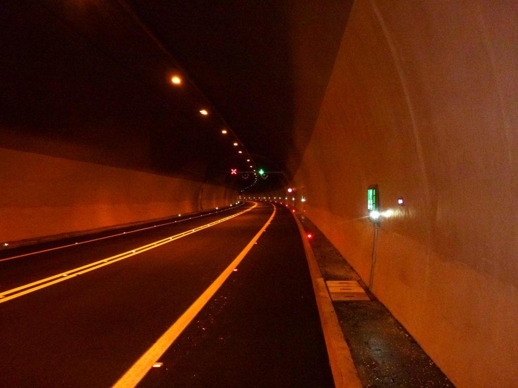 Belgijanac i Turčin kažnjeni za divljačku vožnju u tunelu