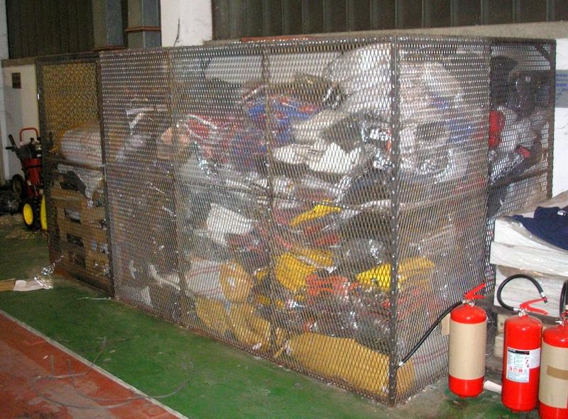 Četiri tone garderobe i  14. 000 evra zaplenjeni na granici