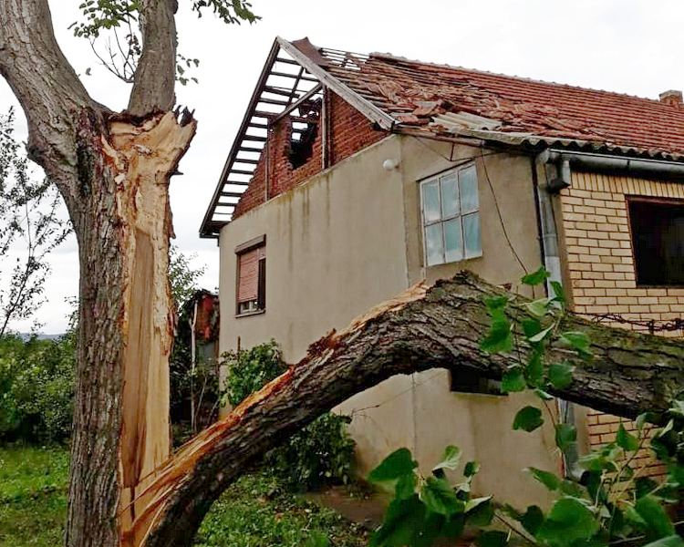"""Kutleš pogodio """"tornado"""", uništene kuće i letina"""