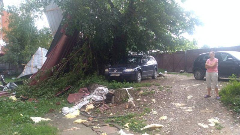 U Pirotu se saniraju posledice nevremena, uništeni automobili, oštećena domaćinstva
