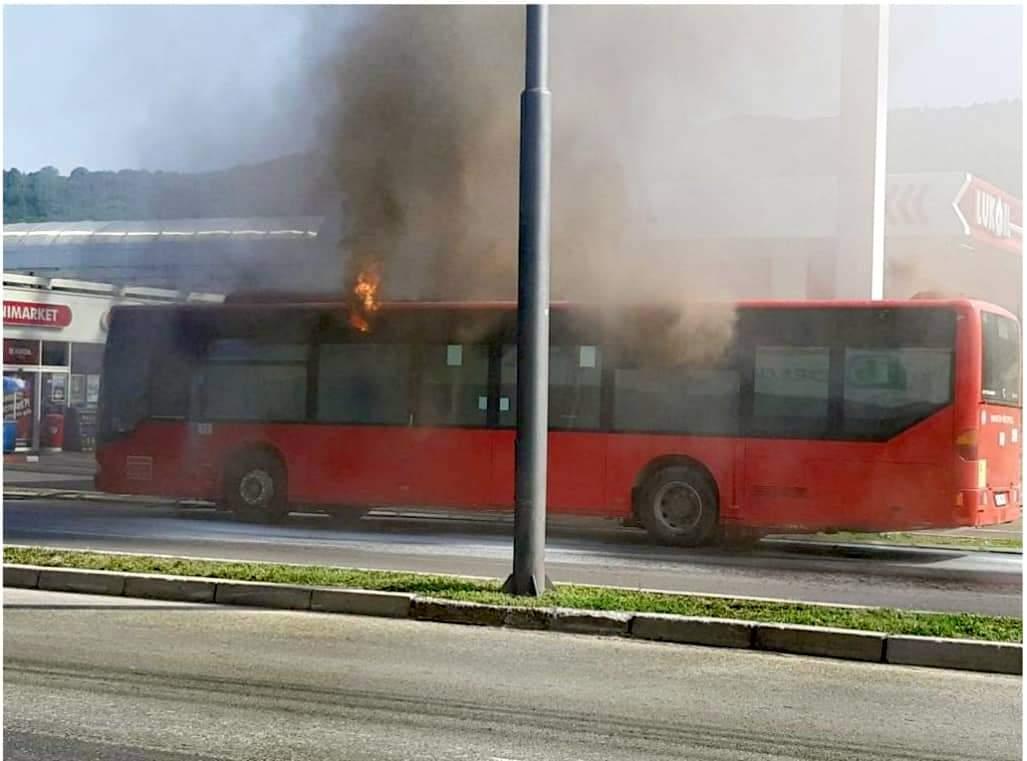 Zapalio se autobus sa 15 putnika
