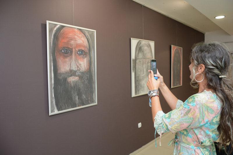 U leskovačkom muzeju otvorena izložba slika umetnice iz Dimitrovgrada