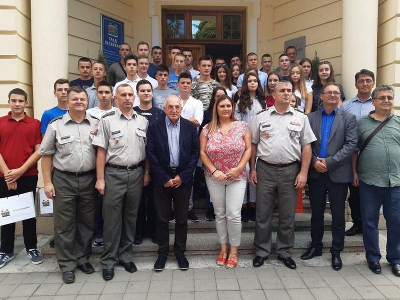 Vojne škole i akademije upisalo trideset dvoje mladih iz Jablaničkog okruga