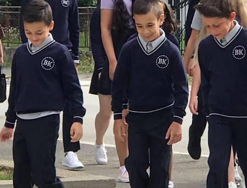 Školske uniforme Verice Rakočević za đake u Surdulici po ceni najskuplje odeće u najpoznatijim dečijim buticima