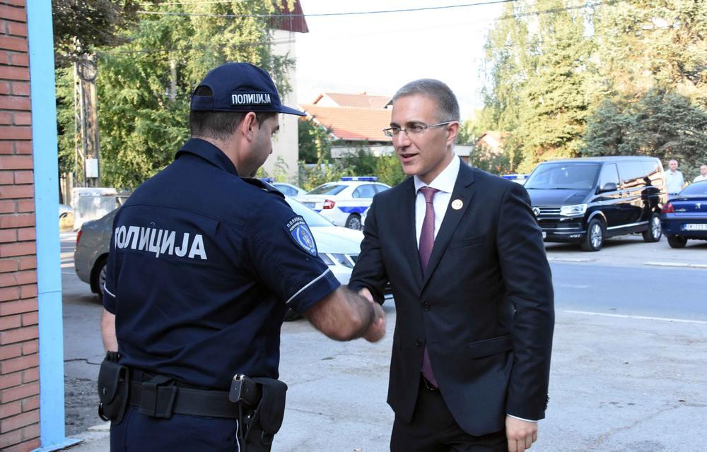 Nebojša Stefanović policajcima u Nišu obećao novu opremu i veće plate