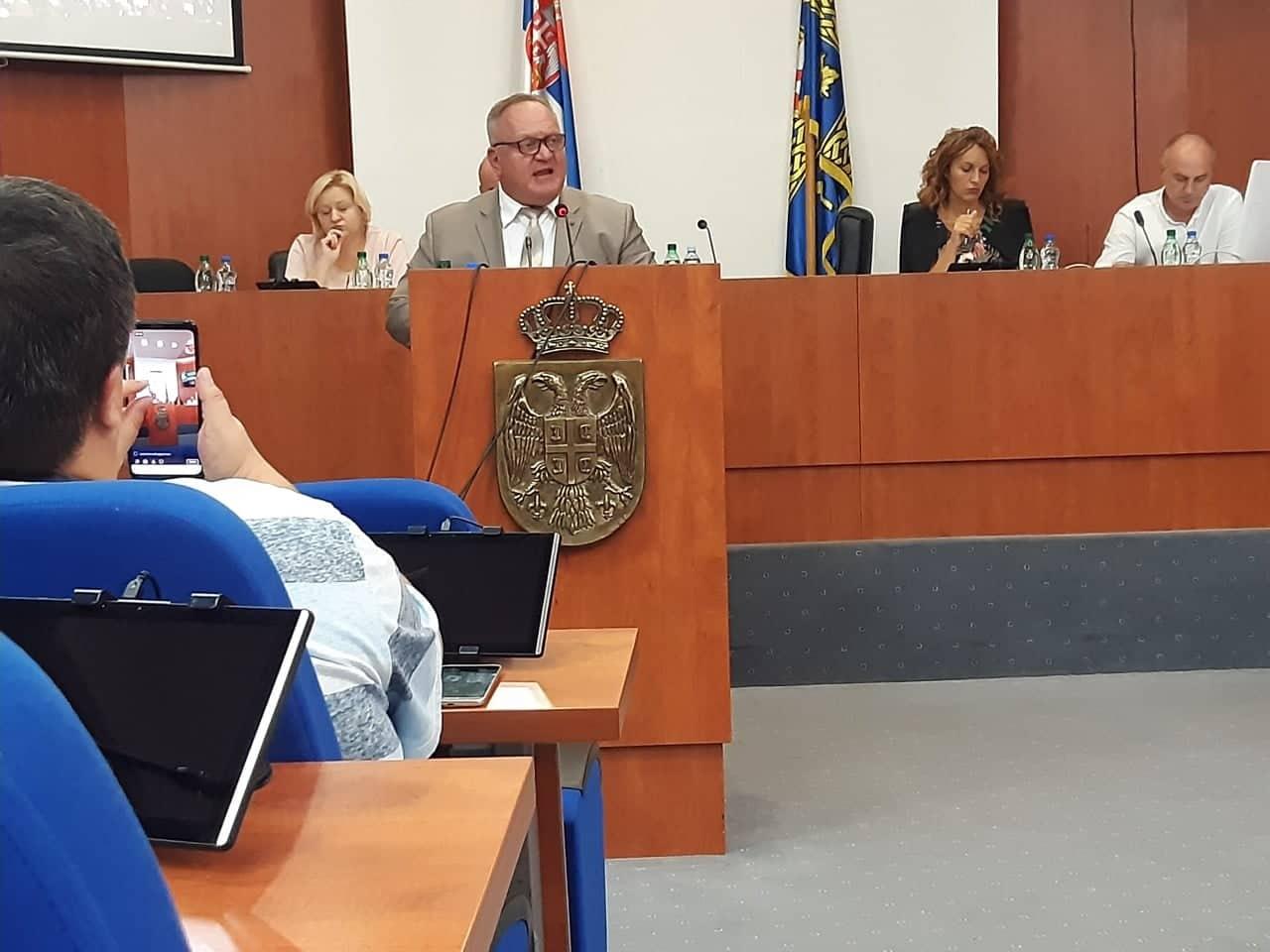 Gradonačelnik Cvetanović održao sastanak s direktorima škola, jedan nije izdržao kritiku