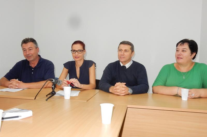 Vučić i SNS se ponašaju prema građanima kao upravnici mentalne institucije