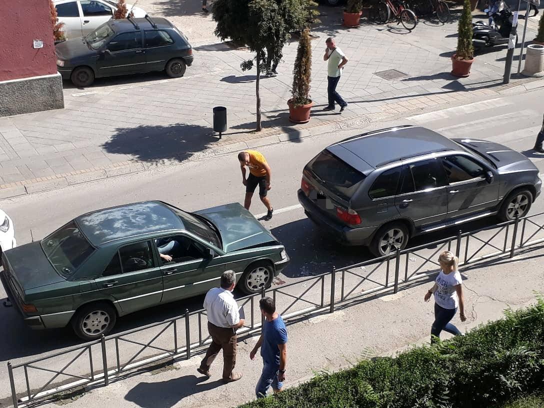 Sudar automobila u centru Leskovca