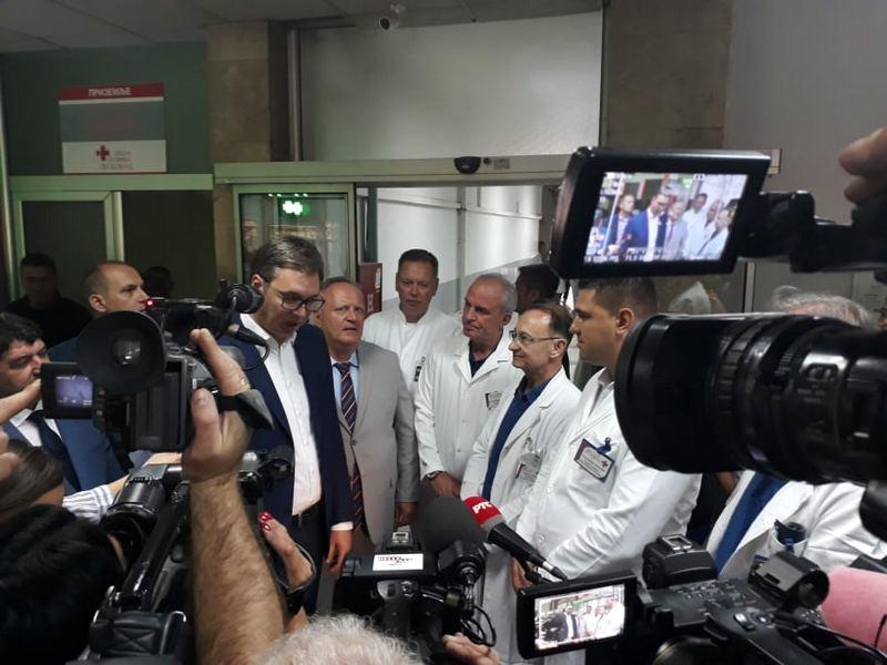 Vučić lekarima: Došao sam da vas obradujem