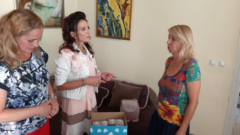 Forum žena SNS donirao pakete ženi i deci u Sigurnoj kući