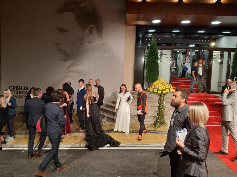 Otvaranje renoviranog pozorišta u Vranju, CRVENI TEPIH i zvezde na njemu